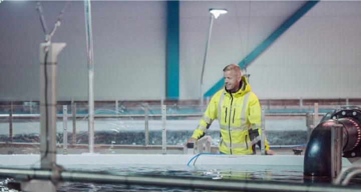 Man working artec aqua